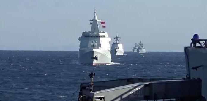 Российские и китайские военные корабли проводят первое совместное патрулирование в Тихом океане